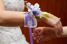 Браслет невесты с цветами из натурального шелка. Возможно изготовление на заказ. www.detali-71.ru