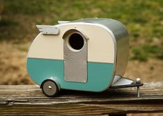 Vintage Camper Birdhouse. adorable! (it's that little mercurial wing that tugs at my heart)