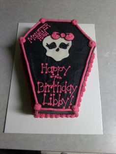 Monster High coffin birthday cake from Sweet  Girl Cup Cakes and Invitations on Blogspot.