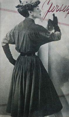 dress with pin tucks, Beatrijs 1951