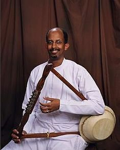 Musician playing the krar(five or six stringe bowl-shaped lyre, from Eritrea and Ethiopia). Education For All, Music Education, African Drum, Horn Of Africa, Ethiopian Music, African Countries, Wedding Men, Dress Wedding, World Music