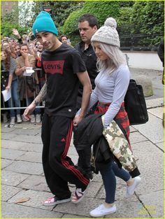 Zerrie! << perrie looks different! Maybe it's cause I'm used to seeing her hair either up or curly but in this pick it's straight!