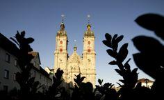 St.Gallen in der Schweiz, liegt unweit des #Bodensee St Gallen, Soul Food, San Francisco Ferry, Travel, Contemporary Art, Old Town, Switzerland, Places, Viajes