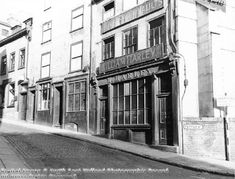 Pepper Street, Nottingham, Harley's Vaults stood on the site of the Artichoke, an inn of ill-repute dating from the It ran behind St Peter's Church and was demolished in the early Nottingham Pubs, Old Pub, Derbyshire, Vaulting, Victorian Era, Places To See, Past, England, Pepper