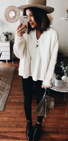 Comfy oversized white sweater with black jeans and cute tan hat.