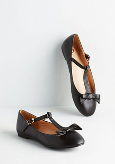 Pretty Photo Shoot Flat in Black. Buckle into these beautiful vegan faux-leather ballet flats and stay comfy between camera clicks! #black #modcloth