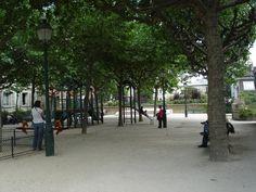 Le Square Suzanne Buisson depuis l'impasse Girardon (Montmartre)