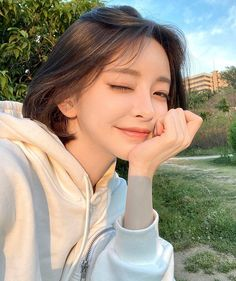 Comment beautiful in your language. Korean Bangs Hairstyle, Bob Hairstyles With Bangs, Korean Girl Ulzzang, Cute Korean Girl, Korean Short Hair Bob, Girl Short Hair, Korean Beauty Girls, Asian Beauty, Cute Girl Face