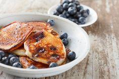 Blaubeer-Pfannkuchen ist ein amerikanisches Rezept, das mit Buttermilch zubereitet wird. Die Pfannkuchen werden auch als Pancakes bezeichnet.