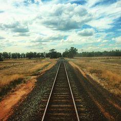 On the road again. Going to Melbourne. New destiny new adventure. #lavueltaalmundosinprisas #aroundtheworldunhurried #lavueltaalmundo #aroundtheworld #viatren #railways #cielo #sky #melbourne #victoria #estado #state #Australia #adventure #aventura #viaje #travel #trip #journey #viajero #traveler