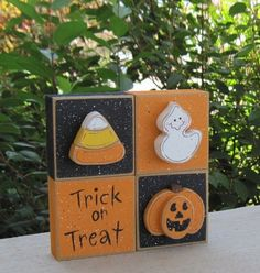 * 4 black and orange blocks with jackolantern, candy corn, ghost and trick or treat sign. Blocks are free from each other to allow your desired 2x4 Crafts, Halloween Wood Crafts, Halloween Projects, Halloween Cards, Halloween Outfits, Holidays Halloween, Halloween Themes, Fall Crafts, Halloween Diy