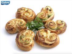Tonnikalapasteijat - Katso kaikki tonnikalareseptit - Calvo.fi Baked Potato, Potatoes, Pasta, Baking, Ethnic Recipes, Food, Patisserie, Bakken, Potato