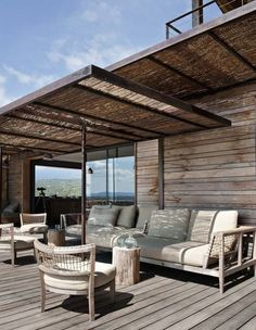 8 beautiful terraces decor sheltered by a pergola - Terrasse Ideen Pergola Attached To House, Pergola With Roof, Backyard Pergola, Outdoor Pergola, Pergola Shade, Patio Roof, Outdoor Rooms, Outdoor Living, Pergola Lighting