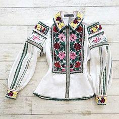Читайте також також Неймовірні вишиванки від Юлії Магдич Схеми та ідеї  чоловічих вишиванок Ідеальна вишита сукня! 40 ІДЕЙ ПИСАНОК ВИШИТИХ БІСЕРОМ  Вишиті ... 2ec907cfd08d5