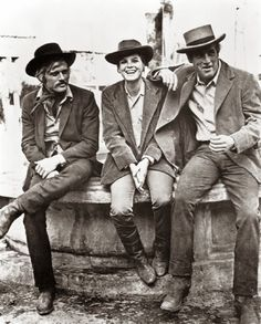 Robert Redford, Katharine Ross and Paul Newman. On the set of Butch Cassidy and The Sundance Kid. Rare and beautiful celebrity photos. Katherine Ross, Sundance Kid, Vintage Hollywood, Classic Hollywood, Paul Newman Robert Redford, Yvonne Craig, Actrices Hollywood, Western Movies, Butches