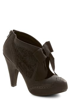 Drama Director Heel in Black