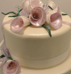 Wedding cake with hand made flowers. #weddingcake