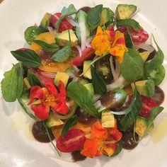 Oahu Heirloom Tomato Salad, Big Island Avocado, Maui Onion, Ume Vinaigrette, Thai Basil, Organic Arugula @kokoheadcafe #alldaislands #eatlocal #eatkaimuki #brunchallday #eatyourveggies #HAWAII #HAPPYEASTER