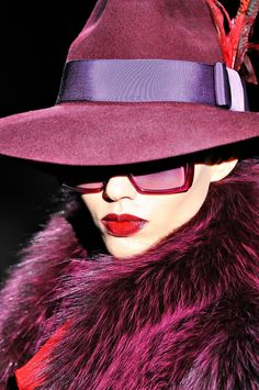 Gucci That fur, that hat. ADORE but would have to be faux