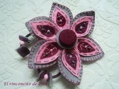 Broche flor hecho de fieltro Perfecto para dar un toque de color a tu ropa. llevate una flor en tu solapa