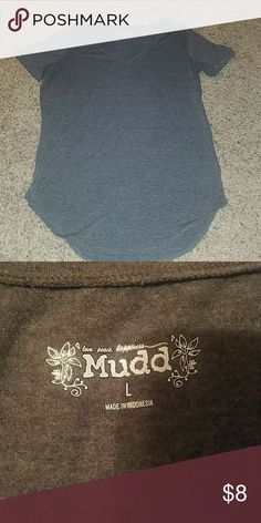 NWOT MUDD V NECK NWOT MUDD V NECK. SIZE LARGE. SUPPPPPER SOFTT! PERFECT BASIC T TO GO WITH ANYTHING!!! PERFECT CONDITION. SMOKE FREE HOME! Mudd Tops Tees - Short Sleeve