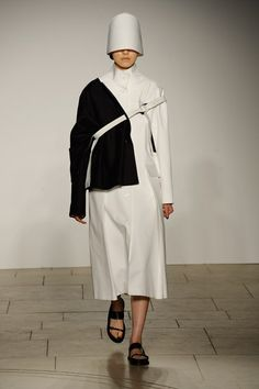 London College of Fashion MA - Autumn/Winter 2015-16 Ready-To-Wear London Fashion Week - Look 65 of 98