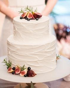 Cake with lemon crown - HQ Recipes Pretty Cakes, Beautiful Cakes, Single Tier Cake, Fig Cake, Amazing Wedding Cakes, Wedding Cake Inspiration, Creative Cakes, Tiered Cakes, Quick Easy Meals
