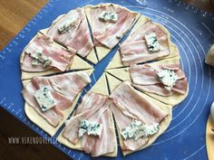 Kynuté šunkovo-sýrové rohlíčky Slovak Recipes, Czech Recipes, Baking Recipes, Snack Recipes, Healthy Recipes, Pizza Snacks, Tapas, Low Calorie Snacks, Healthy Pizza