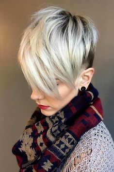 Over 30 trendiest hairstyles for 2018. Quick & easy to style as well as low maintenance options. Pick one of the best short haircuts for your next salon visit! #shorthairlove #shorthairideas