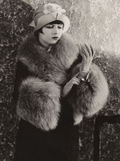 Actress Louise Brooks in fur, c. vintage everyday: Beautiful Fashion of the Vintage Fur, Looks Vintage, Vintage Glamour, Vintage Beauty, Vintage Winter, Louise Brooks, Belle Epoque, Viejo Hollywood, Old Hollywood