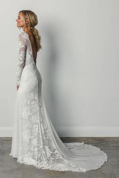 22 Graceful Lacy Long Sleeve Wedding Dresses for Autumn Brides Looking for the perfect bridal for your own big day? If you are going to be an Autumn bride, you can consider a long sleeve wedding dress which is timeless and beautifully suits every bride. Best Wedding Dresses 2017, Western Wedding Dresses, Wedding Dress Trends, Bridal Dresses, Wedding Gowns, Dresses Dresses, Beach Dresses, Summer Dresses, Tight Dresses