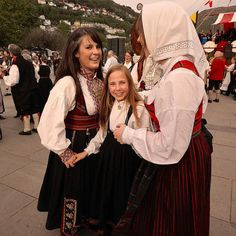 """Visit Bergen the May and experience how the people celebrate the Norwegian Constitution Day. There girls are dressed in the national costumes called """"bunad"""". History Education, Teaching History, Norway People, Swedish American, Social Studies Notebook, Constitution Day, American History Lessons, Colonial America, People Of The World"""