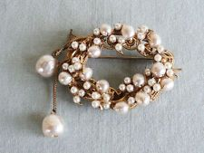 VINTAGE MIRIAM HASKELL WIRED BAROQUE PEARL CLUSTER DANGLE OVAL PIN BROOCH