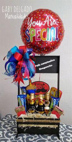 Birthday Hampers, Birthday Gift Baskets, Happy Birthday Gifts, Diy Birthday, Candy Bouquet Diy, Diy Bouquet, Diy Gifts For Dad, Best Dad Gifts, Birthday Room Decorations