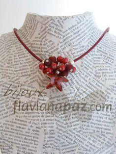 Gargantilla de cordón de piel, racimo de perlas Swarovski®