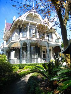 Sandra Bullock's ornate Victorian home in the Garden District of New Orleans Coliseum St. Sandra Bullock, Old House Design, New Orleans Garden District, New Orleans Homes, Storey Homes, Second Empire, Victorian Architecture, Beautiful Architecture, Celebrity Houses