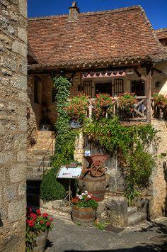 Restaurant, St Cirq Lapopie, Midi-Pyrenees, France