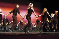 """Todo 1º domingo de mês, das 10 às 11 horas, acontece """"Dança Circular"""" no pátio coberto do Centro de Criatividade de Curitiba. Modalidade de dança foi criada no final da década de 1960. Bailarino alemãoBernhard Wosien procurava movimentos que expressassem sentimentos e promovesse união entre pessoas.Descobriu que a dança em círculo e de mãos dadas...<br /><a class=""""more-link""""…"""
