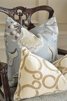 blue and natural pillows Caitlin Wilson Design, Love Your Home, French Country Cottage, Linens And Lace, Neutral Palette, Love Wallpaper, Eclectic Decor, Soft Furnishings, Home Decor Accessories