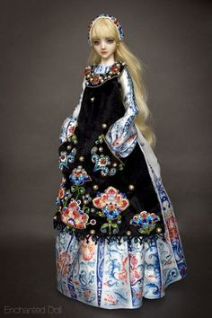 Alice - Enchanted Doll by Marina Bychkova. And the last one I'm posting of hers... at least for today. I'm in love with her bead work. The attention to detail is insane.