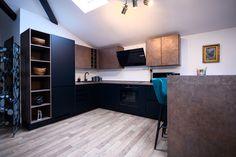 #Ukitchen #Ushapedkitchen #modernkitchen #blackkitchen #copperkitchen #blackandcopperkitchen #kitchendesign #kitchenfurniture #kitchenideas #KUXAstudio #KUXA #KUXAkitchen #bucatariemoderna #bucatarieU U Shaped Kitchen, Corner Desk, Modern, Kitchen Cabinets, Furniture, Studio, Design, Home Decor, U Shape Kitchen