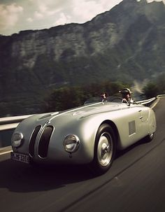 Top 5 Sports Cars of All Time for Car Enthusiasts A car! The BMW 328 is a sports car made by BMW between 1936 and 1940 Ferrari Racer - Luxury Sports Cars, Classic Sports Cars, Bmw Classic Cars, Sport Cars, Bmw Sport, Luxury Auto, Ferrari, Maserati, Automobile