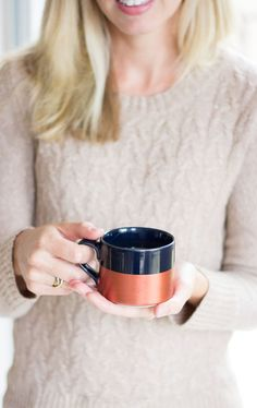 DIY: metallic dipped coffee mugs