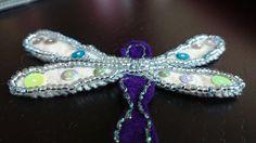 Libelle aus Filz,  Mit Perlen bestickt