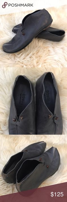 "Cydwoq ""recent"" slip on shoes Cydwoq ""recent"" shoes - size 38.5 - excellent used condition - grey/navy blue color cydwoq Shoes Flats & Loafers"
