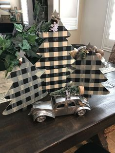 Pallet Wood Christmas Tree, Cone Christmas Trees, Christmas Jars, Christmas Crafts, Christmas Decorations, Simple Christmas, Snowman Decorations, White Christmas, Christmas Ideas