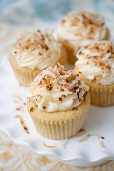 Pinner says.Coconut Cupcakes topped with Coconut Cream Cheese Frosting . and a dusting of toasted coconut – it's HEAVEN in a cupcake liner! Kokos Cupcakes, Coconut Cupcakes, Baking Cupcakes, Yummy Cupcakes, Cupcake Recipes, Cupcake Cakes, Dessert Recipes, Cup Cakes, Coconut Frosting
