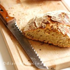 Ricetta pane fatto in casa. FINALMENTE un pane fatto in casa vero, con la crosta croccante tutt'intorno, la mollica morbida e con i buchi...