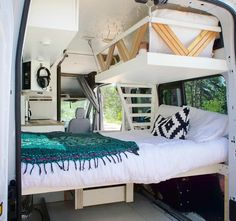 My kids would love this bunk bed design, we could fit the whole family in our camper! The interior looks so spacious and it would make the perfect hack for our next van build! etagenbett 10 Camper Van Bed Designs For Your Next Van Build Van Life, Campervan Bed, Campervan Ideas, Kombi Home, Camper Van Conversion Diy, Van Conversion With Bunk Beds, Van Conversion Layout, Van Conversion Murphy Bed, Van Conversion For Family