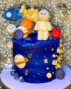 Astronaut and Planet Inspired #sweetstuffbynicacakes #astronaut #cake Planet Cake, Astronaut, Planets, Birthday Cake, Inspired, Desserts, Inspiration, Food, Tailgate Desserts